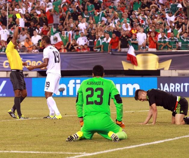 Árbitro regala pase a México en Copa Oro 2015