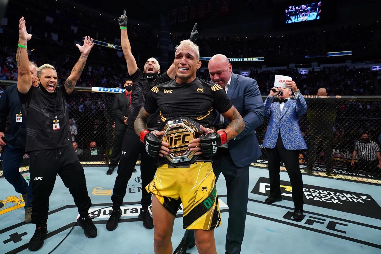 Charles Oliveria tras vencer a Michael Chandler en UFC 262.(HANDOUT - UFC TWITTER)